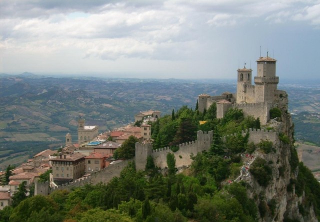 Cheap san marinosm with san marino pictures for Flights to san marino italy